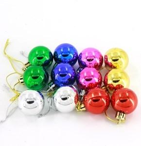 Imagen de Adorno navideño bolas x12, varios colores, en bolsa