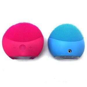Imagen de Masajeador esponja para limpieza facial, de silicona, recargable, en caja de acrílico, varios colores
