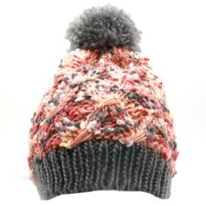 Imagen de Gorro de dama tejido forrado de polar, con pompón peludo, varios colores