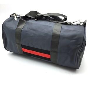 Imagen de Bolso deportivo forrado, tela impermeable, bolsillo interior y 2 bolsillos laterales, asas cortas y asa larga